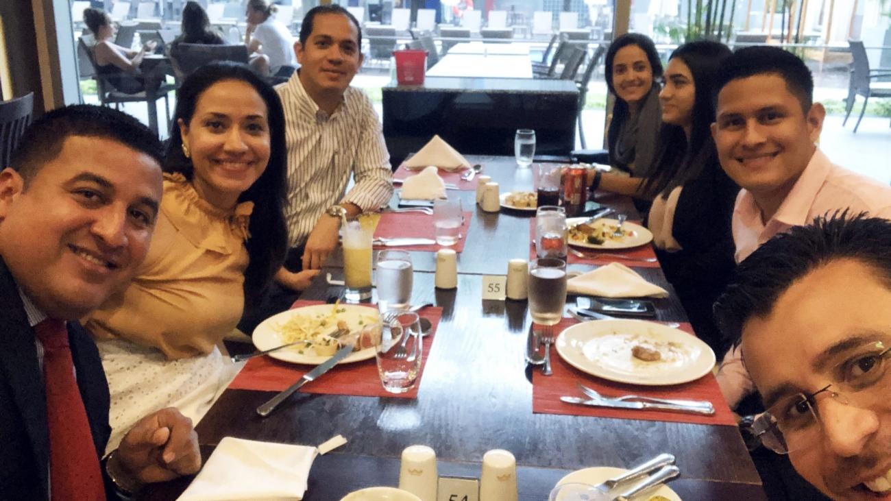 RC Tax Consulting, S.A. celebra graduación universitaria del Lcdo. Kevin Hidalgo